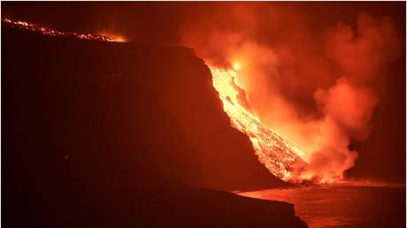 Toxic gases feared on Spain's Canary Islands as lava from devastating eruption reaches Atlantic Ocean (VIDEOS, PHOTOS)